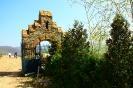 Begehung des alten Domänengeländes; historisches Tor.